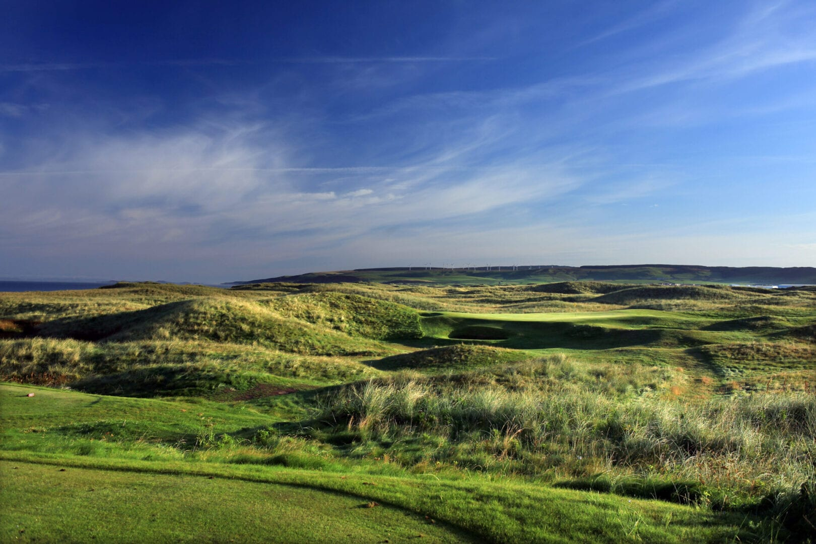 MACHRIHANISH, SCOTLAND - AUGUST 31: The 121 yards, par 3, 4th hole 'Jura' at The Machrihanish Golf Club on August 31, 2010 in Machrihanish, Scotland.  (Photo by David Cannon/Getty Images)